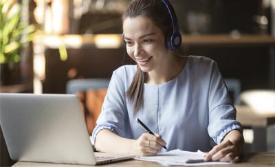Cómo las carreras online te ayudan a crecer profesionalmente